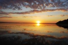 Zonsondergang en bewolkte hemel Royalty-vrije Stock Afbeeldingen