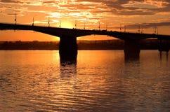 Zonsondergang en brug Stock Afbeelding