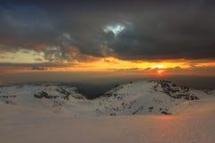 Zonsondergang en donkere wolken Stock Foto