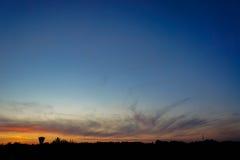 Zonsondergang en een watertoren Stock Afbeelding