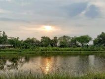 Zonsondergang en hemel Stock Foto