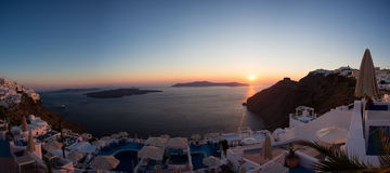 Zonsondergang en mooie Middellandse Zee in Santorini Royalty-vrije Stock Foto's