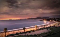 Zonsondergang en stormachtige wolken over Porticcio-strand in Corsica Stock Foto