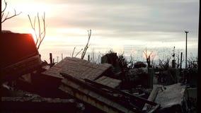 Zonsondergang en Vernietiging in Spookstad Epecuen stock video
