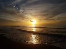Zonsondergang en vliegtuig stock fotografie