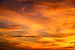 Zonsondergang en zonsopgang de tijd, de aardachtergrond en het lege gebied voor tekst, het voelen houden van of romantische achte Stock Afbeeldingen