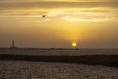 Zonsondergang in Gallipoli met de mening van de vuurtoren Stock Foto's