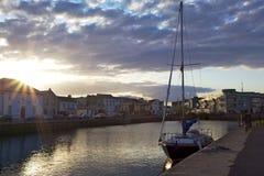 Zonsondergang in Galway - Boot Stock Afbeeldingen