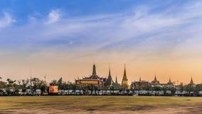 Zonsondergang Groot Paleis in Bangkok Stock Foto's