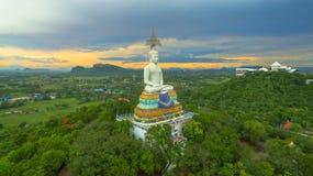 zonsondergang in grote Boedha van Wat Nong Hoi Stock Fotografie