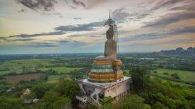 zonsondergang in grote Boedha van Wat Nong Hoi Royalty-vrije Stock Foto
