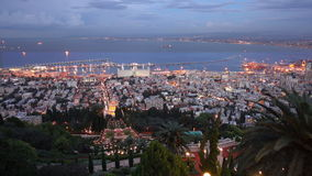 Zonsondergang in Haifa uit Bahai-Tuin wordt genomen die stock video