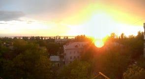 Zonsondergang in het dorp royalty-vrije stock foto's