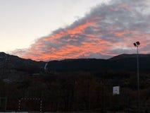 Zonsondergang in het dorp stock afbeeldingen