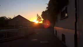 Zonsondergang in het dorp van Zwitserland royalty-vrije stock afbeeldingen