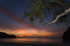 Zonsondergang in het eiland van Kho Tarutao, Thailand Royalty-vrije Stock Fotografie