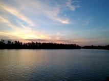 Zonsondergang, het Meerlandschap van Thailand Royalty-vrije Stock Foto