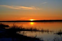 Zonsondergang in het Noorden van Rusland stock foto's