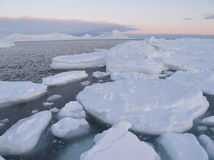 Zonsondergang in het Noordpoolgebied Stock Fotografie