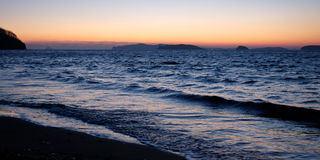 Zonsondergang in het overzees, donkere avond Royalty-vrije Stock Foto