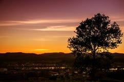 Zonsondergang in het platteland stock fotografie