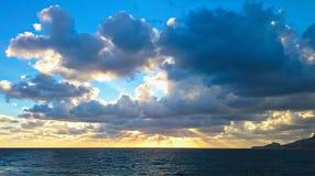 Zonsondergang in het Sardische overzees Royalty-vrije Stock Afbeelding