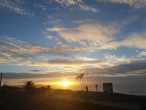 Zonsondergang in het strand Stock Foto's
