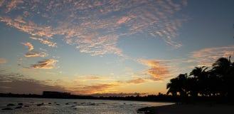 Zonsondergang in het strand royalty-vrije stock fotografie