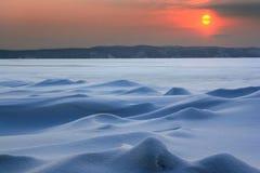 Zonsondergang in het verre noorden: ijs woestijn Stock Afbeeldingen
