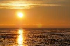 Zonsondergang het wijzen op van water Stock Afbeelding