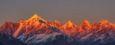 Zonsondergang in Himalayagebergte royalty-vrije stock afbeelding