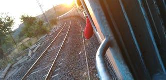 Zonsondergang Indische spoorweg stock foto's