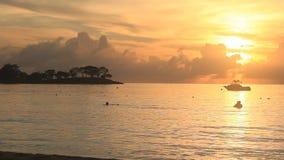 Zonsondergang in Jamaïca, Caraïbische overzees stock video