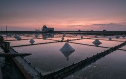 Zonsondergang in Jing-Zai-Jiao Tile-Paved Salt Fields Royalty-vrije Stock Afbeeldingen