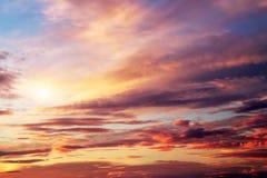 Zonsondergang kleurrijke hemel. Mooie kleurrijke hemel. Stock Afbeelding