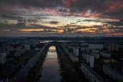 Zonsondergang in Kyiv, de Oekraïne stock afbeelding