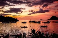 Zonsondergang in Labuan Bajo, Flores, Indonesië royalty-vrije stock fotografie