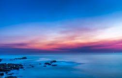 Zonsondergang lange blootstelling over de oceaan Royalty-vrije Stock Afbeeldingen