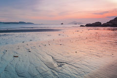 Zonsondergang langs de kust Royalty-vrije Stock Foto's