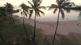 Zonsondergang lucht het overzien Honolulu Ala Moana Strand stock footage