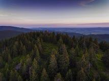 Zonsondergang Luchtmening van de de zomertijd in bergen dichtbij Czarna Stock Afbeelding