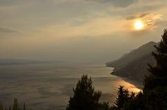 Zonsondergang in Makarska Riviera, Kroatië Stock Fotografie