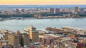 Zonsondergang in Manhattan stock video