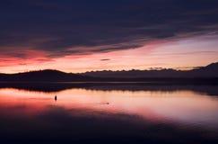 Zonsondergang in meer Stock Afbeelding