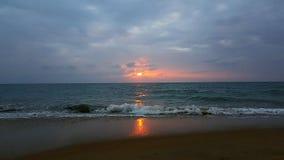 Zonsondergang met Bezinning stock foto's