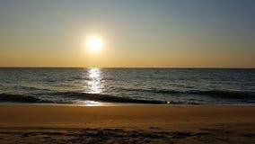 Zonsondergang met bezinning in Sri Lanka royalty-vrije stock afbeeldingen