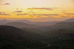 Zonsondergang met een aanraking van sinaasappel op een aardige de zomersni Stock Fotografie