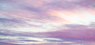 Zonsondergang met kleurrijke hemel Stock Afbeelding