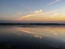 Zonsondergang met reservoir Royalty-vrije Stock Afbeeldingen