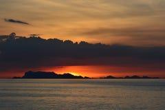 Zonsondergang met Schemeringhemel (Onscherpe Achtergrond) Royalty-vrije Stock Foto's